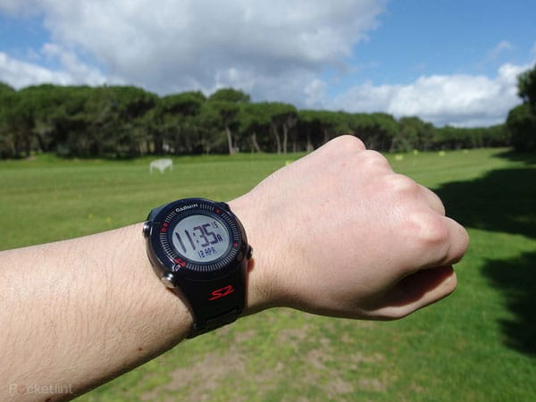 garmin-approach-s2-on-hand